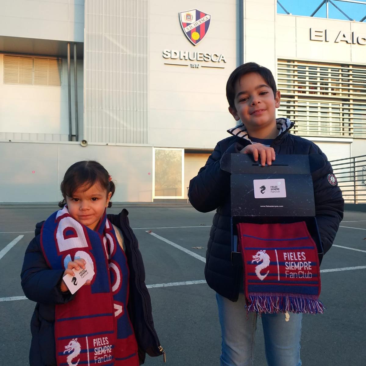 Los socios del FAN CLUB SD Huesca ya tienen su carnet