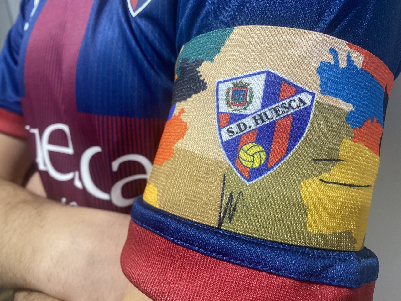 Brazalete SD Huesca vs Sevilla CF